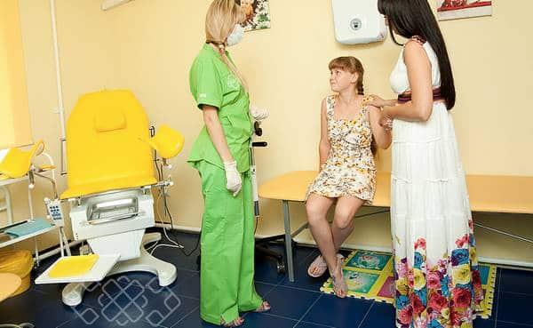 с мамой у врача